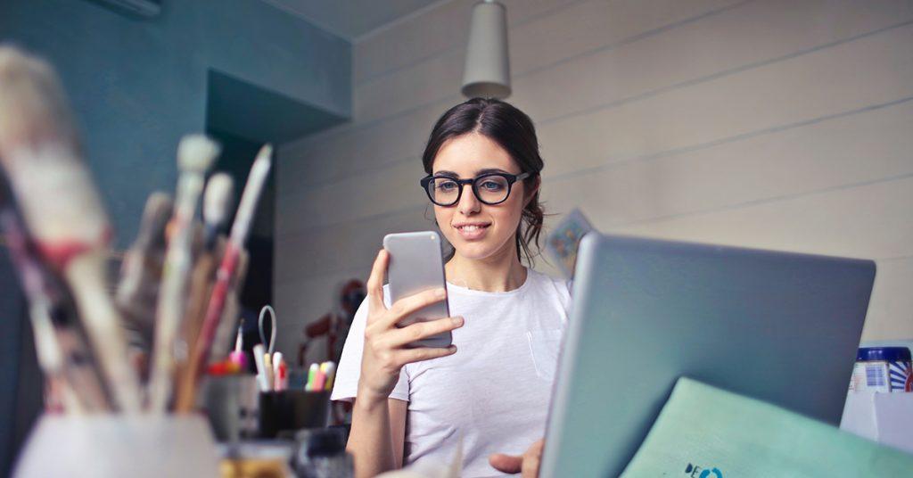 Nynäshamn citizen or employee using Freja eID to access e-services.